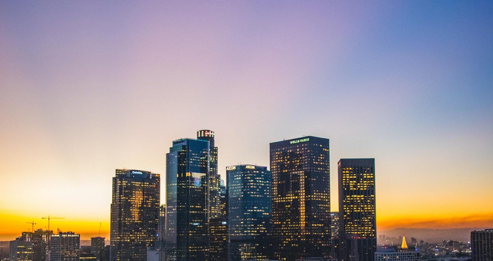 закат на город